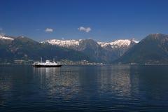 korsande färjasognefjord Royaltyfri Fotografi