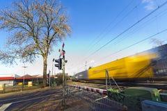 korsande fraktar reser med tåg drevet arkivfoto
