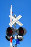 korsande järnvägtecken Royaltyfria Bilder