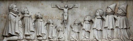 Korsfästelse på fasaden av domkyrkan för St Stephen ` s i Wien Royaltyfri Fotografi
