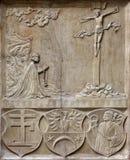 Korsfästelse på fasaden av domkyrkan för St Stephen ` s i Wien Arkivbilder