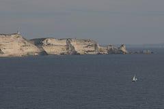 Korsikansk kustlinje nära Bonifacio II royaltyfri foto
