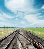 Korsning av järnväg under molnig himmel Royaltyfria Foton
