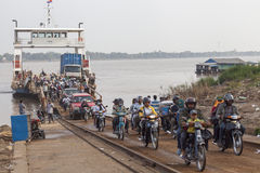 Korsning Mekong River Arkivfoton