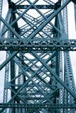 Korsningen av broar brukar former en industriell modell Arkivfoto