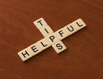 Korsordpussel med hjälpsamma spetsar för ord Lopphandbokbegrepp arkivfoto