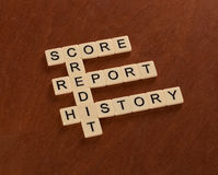Korsordpussel med ordkreditering, historia, rapport, ställning _ royaltyfri fotografi