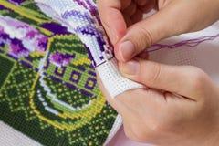 Korsstygn som är handgjord, handarbete Royaltyfri Bild