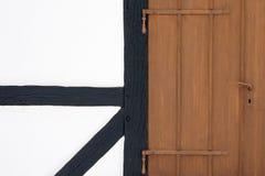 Korsvirkes- fasad med dörren royaltyfri foto