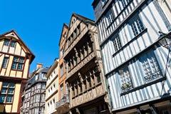 Korsvirkes- hus på Rouen arkivbild