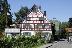 Korsvirkes- hus på sjön Constance Arkivbilder