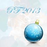 Kort 2013 för nytt år med den blåa julbollen Royaltyfri Foto