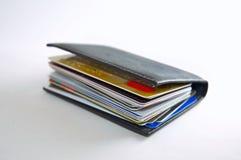 kort credit den välfyllda plånboken Arkivfoto