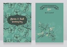 Kort för att gifta sig med blommande trädfilialer och den sittande svalan Arkivbild