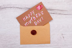 Kort för dag för moder` s på kuvert Fotografering för Bildbyråer