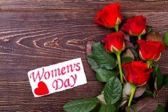 Kort för dag för ros- och kvinna` s Arkivfoto