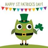 Kort för dag för St Patrick ` s med en uggla Arkivfoto