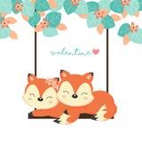 Kort för dag för valentin` s Koppla ihop rävar på gunga i skogen royaltyfri illustrationer
