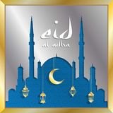 Kort för hälsning för Eid aladha med silvermoské- och guldlyktor f royaltyfri foto