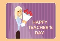 Kort för hälsning för kvinnahållRose Flower Bouquet Teacher Day ferie Royaltyfria Foton