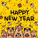 Kort för hälsning för svin för lyckligt nytt år gult Roliga svin med godisrottingar, gåvor och santa hattar 2019 kinesiska symbol arkivfoton