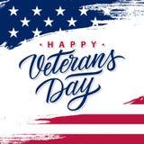Kort för hälsning för USA veterandag med borsteslaglängdbakgrund i Förenta staternanationsflaggafärger och handbokstäver vektor illustrationer