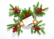 Kort för hälsningar för kakor för pepparkaka för julgranfilialer fotografering för bildbyråer