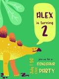 Kort för lycklig födelsedag med den roliga dinosaurien, Dino ankomstmeddelande, hälsningsillustration royaltyfri illustrationer