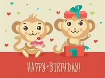 Kort för lycklig födelsedag med den roliga kakan för apa två och gåvaasken Gullig tecknad filmdjurvektor Arkivbild