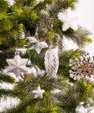 Kort för nytt år med den gröna päls-treen Arkivfoto