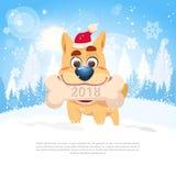 Kort för nytt år 2018 med det gulliga hundinnehavbenet över vintern Forest Landscape Template Holiday Card Arkivfoton