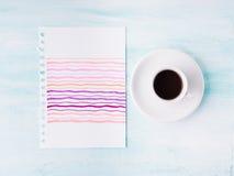 Kort för palett för pastellfärgad färg och kopp kaffebakgrund royaltyfri bild