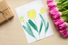 Kort för pysmålarfärghälsning för mamma på dag för moder` s eller 8 mars Royaltyfri Bild
