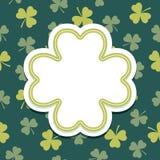 Kort för St-patricksdag med treklövertextramen Royaltyfri Foto