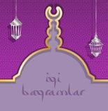Kort för turkEid hälsning med den lila moskékupolen och lyktor Royaltyfria Bilder