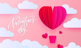 Kort för valentindaghälsning av ballongen för hjärta för valentinpapperskonst med gåvaasken på vit molnmodellbakgrund Vektor lyck Arkivbilder