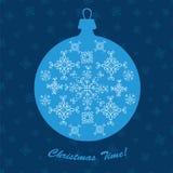 Kort för vektor för blått för garnering för nytt år för julprydnadboll royaltyfri illustrationer
