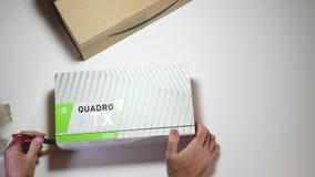 Kort för video för Nvidia Quadro RTX 5000 arbetsstation som yrkesmässigt unboxing stock video