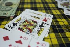 Kort KKK på tabellen i kasino Spela rummyleken royaltyfri foto