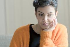 kort kvinna för hår arkivfoton