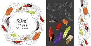 Kort mall, uppsättning med utdragna fjädrar för hand av fåglar vektor illustrationer