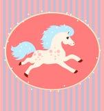 Kort med en rinnande vit häst Royaltyfri Bild