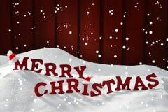 Kort med glad jul för röd bokstav, snö Santa Hat, snöflingor Arkivfoto