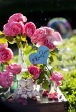 Kort med meddelandet 'förälskelse dig' som är handskriven Royaltyfri Fotografi