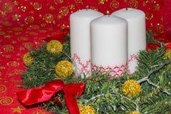 Kort med stearinljus och garneringar för det nya året Arkivfoto