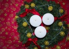 Kort med stearinljus och garneringar för det nya året Royaltyfri Bild