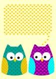 Kort för hälsning för Owlsförälskelsemeddelande med hjärtor vektor illustrationer