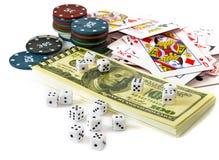 Kort och chiper för att spela för poker Royaltyfria Bilder