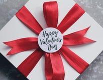 Kort och gåva för dag för valentin` s Arkivfoto