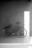 Kort och modell med cykeln Arkivbild